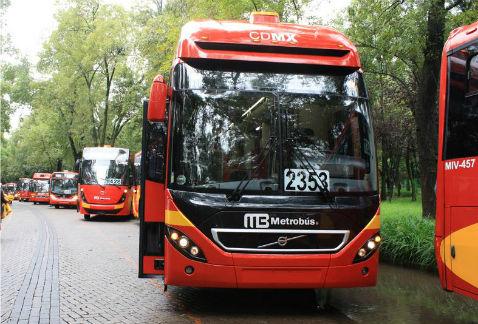 Una línea de Metrobús para Paseo de la Reforma podría estar lista en un año, consideró el secretario de Movilidad del DF, Rufino H León. (Tomada de Facebook)